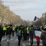 Gele hesjes op de Champs Élysées (foto Thomon, Wikimedia CC)