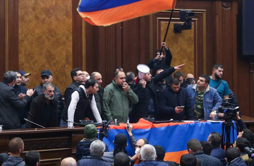 Armenië slikt bittere pil