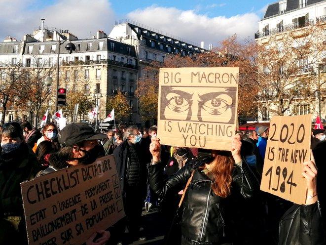 Macron doet Sarkozy blozen
