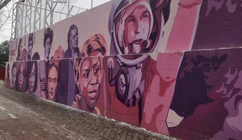 Deze muurschildering in Madrid toont alleen vrouwen (o.a. Frida Kahlo) die iets betekend hebben en moet dus weg van het extreemrechtse Vox.(foto: Sven Tuytens)